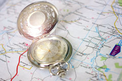 Alte Uhr und Landkarte Stockfoto