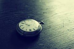 Alte Uhren stockfotos