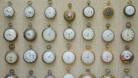 Alte Uhren stellten sich im Nationalmuseum der schöner Kunst in Valletta dar Stockbild