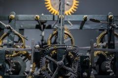 Alte Uhrnahaufnahme gemacht aus Stahl heraus Lizenzfreie Stockfotografie