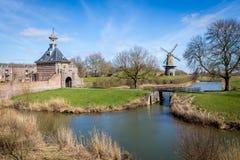 Alte ummauerte niederländische Stadt Lizenzfreies Stockfoto