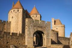Alte ummauerte Zitadelle Narbonne-Tor Carcassonne frankreich lizenzfreies stockfoto