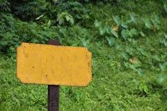 Alte unbelegte Bahnzeichennahaufnahme Lizenzfreies Stockbild