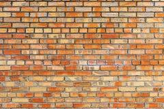 Alte und abgedroschene Backsteinmauer der roten Farbe Lizenzfreies Stockbild
