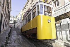 Alte und alte Tram von Lissabon Lizenzfreies Stockbild