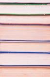 Alte und benutzte Bücher des gebundenen Buches Stockbilder