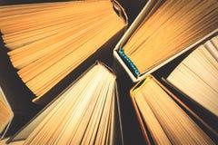 Alte und benutzte Bücher des gebundenen Buches Lizenzfreie Stockbilder