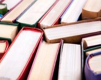 Alte und benutzte Bücher des gebundenen Buches Stockfotos