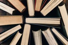 Alte und benutzte Bücher gesehen von oben Lizenzfreie Stockfotografie