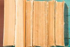 Alte und benutzte Bücher oder Lehrbuch des gebundenen Buches Lizenzfreies Stockfoto