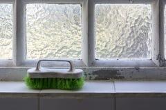 Alte und benutzte Bürste für waschende Kleidung Stockfoto
