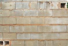 Alte und defekte graue Backsteinmauer Stockbild