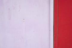 Alte und des Rosts rosa und rote Metalltür Stockfoto