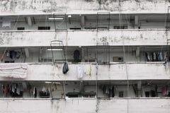 Alte und gealterte Wohnungen in Hong Kong stockfoto