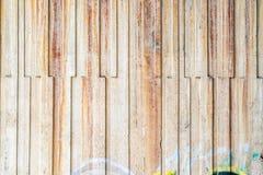 Alte und gekrümmte Betonmauer Stockbilder