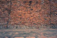 Alte und Hintergrundbeschaffenheit des Schmutzroten backsteins, Lizenzfreies Stockfoto