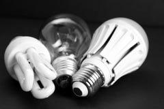 Alte und moderne LED-Lampe auf schwarzem Hintergrund Stockbilder