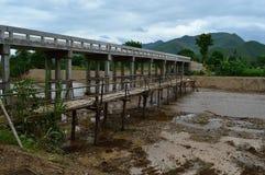 alte und neue Brücke Stockfotos