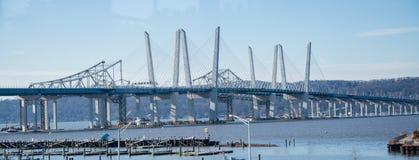 Alte und neue Brücken TappenZee/Mario Cuomo während des Baus lizenzfreies stockfoto