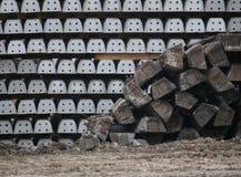 Alte und neue Eisenbahnschwellen Stockfoto