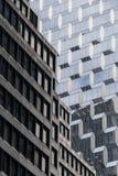 Alte und neue Fassade in NYC Stockbilder