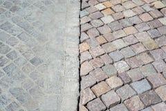 Alte und neue Straßenbetoniermaschinen verglichen Stockbilder