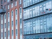 Alte und neue Wohnungsfassaden Stockbilder