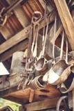 Alte und Oxidwerkzeuge in einem Bauernhof lizenzfreie stockfotografie