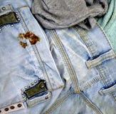 Alte und schmutzige Blue Jeans Lizenzfreie Stockfotos