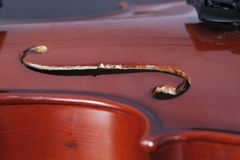 Alte und staubige Violine lizenzfreie stockbilder