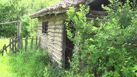 Alte und verlassene Scheune für Vieh stock footage