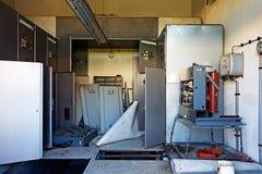 Alte und verlassene Stromnebenstelle Stockfotos