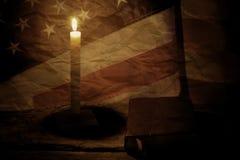 Alte US-Flagge und -buch Stockfotografie