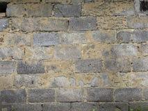 Alte verfallende Backsteinmauer Hintergrundbeschaffenheit des abgezogenen Gipses Lizenzfreie Stockfotografie