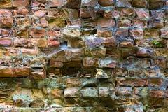 Alte verfallene Backsteinmauer Stockbilder