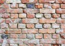 Alte verfallene raue Backsteinmauer Stockbild