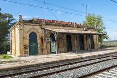 Alte verlassene Bahnstation Stockfoto