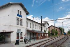 Alte verlassene Bahnstation in Brno, Tschechische Republik im summe Lizenzfreie Stockfotos