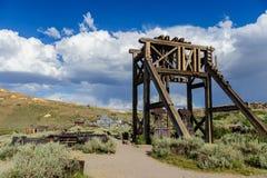 Alte, verlassene Bergwerksausrüstung Lizenzfreie Stockfotografie