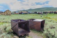 Alte, verlassene Bergwerksausrüstung Stockfotos