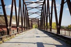 Alte verlassene Brücke Stockbilder