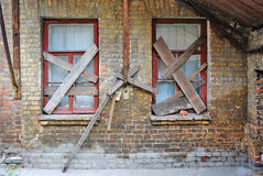 Alte verlassene Haus-Backsteinmauer Lizenzfreie Stockbilder