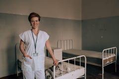 Alte verlassene psychiatrische Klinik für Geisteskranken Öfen und Hilfe zum Kranken stockfotos
