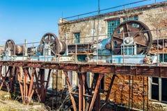 Alte verlassene Schleusentoren Stockfoto