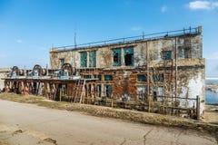 Alte verlassene Schleusentoren Stockbild