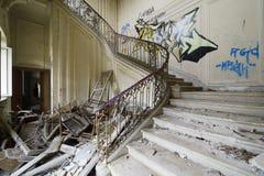 Alte verlassene Treppe Lizenzfreie Stockbilder