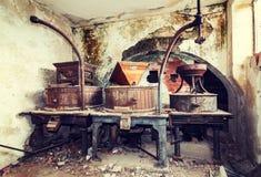 Alte verlassene Weinkellerei der Weinlese Lizenzfreie Stockbilder