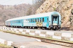 Alte verlassene Züge am sonnigen Tag lizenzfreies stockbild