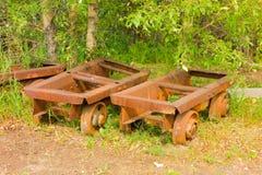 Alte verrostende Fahrgestelle für Tiefbau Stockfotografie