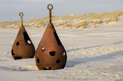 Alte verrostete Fesseln auf dem Strand Lizenzfreie Stockfotos